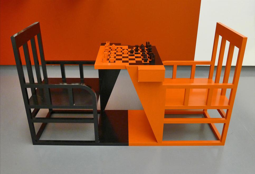 Alexander Rodchenko, Mesa de xadrez retrátil para o clube de trabalhadores, 1924, remontagem Stedelijk Van Abbemuseum, Eindhoven, 2014